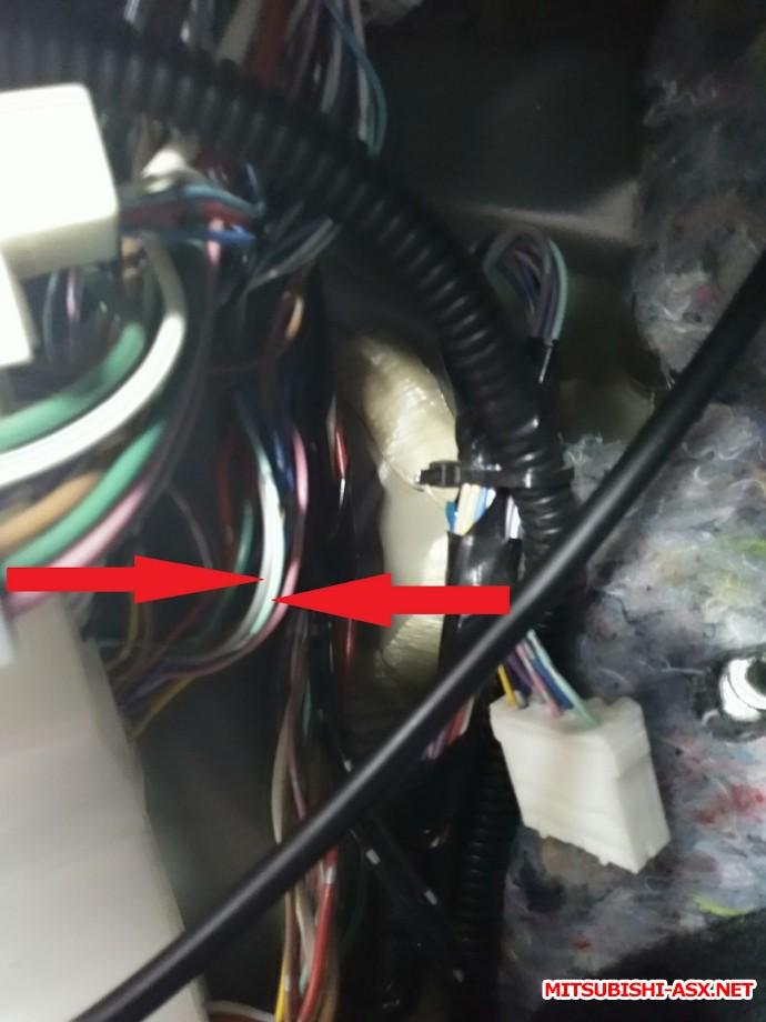 Кик панель под левой ногой.Провода эти увидишь сразу  - 8c2a86ac-0fb9-4c51-b72f-72668053ff75.jpeg