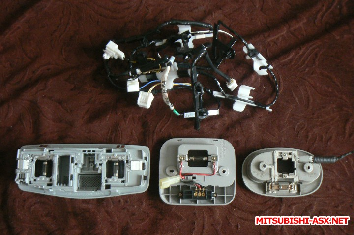 Продам детали салона ASX, пластик, накладки и пр. - Плафон потолочный с проводкой Mitsubishi передний и задний с проводкой.JPG