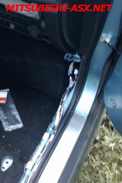 Протаскиваем провода в Mitsubishi ASX