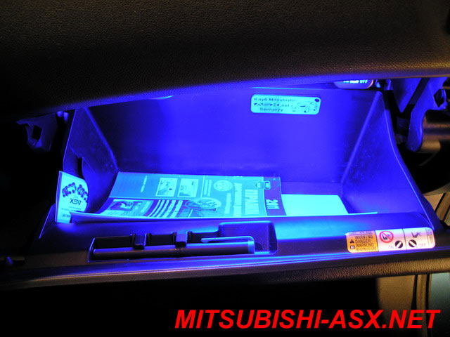 Светодиодная подсветка в бардачке на Mitsubishi ASX