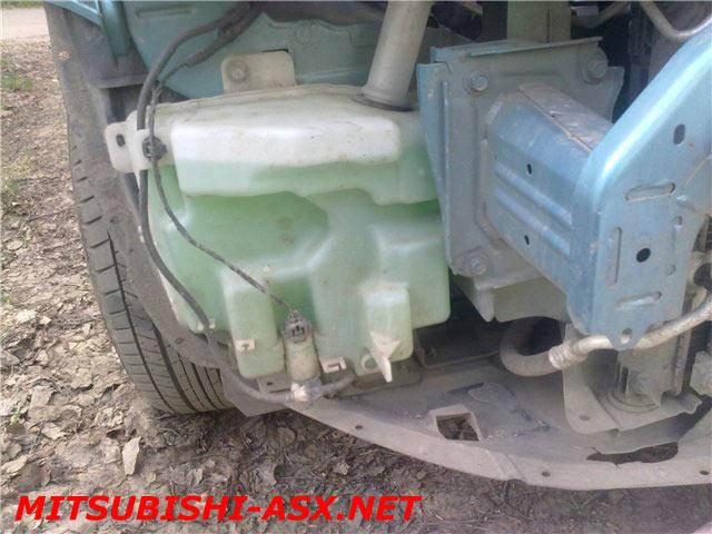 Установка датчика уровня омывайки Mitsubishi ASX