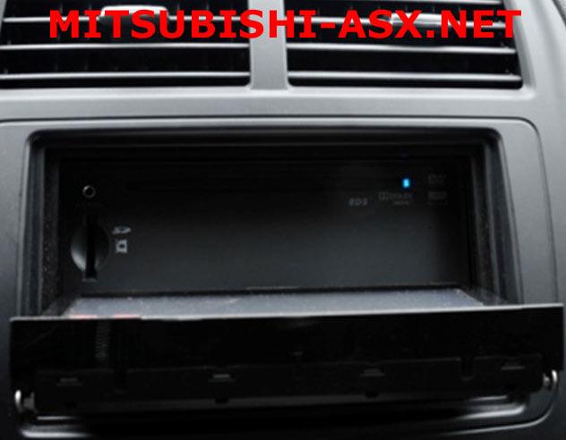 Моторизированная передняя панель открывающая доступ к SD и DVD ASX