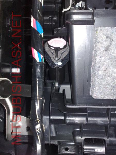Убираем сверчка в бордачке Mitsubishi ASX